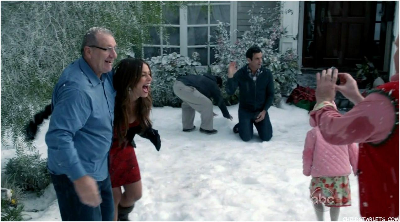 awmfamu94jpg - Modern Family Christmas