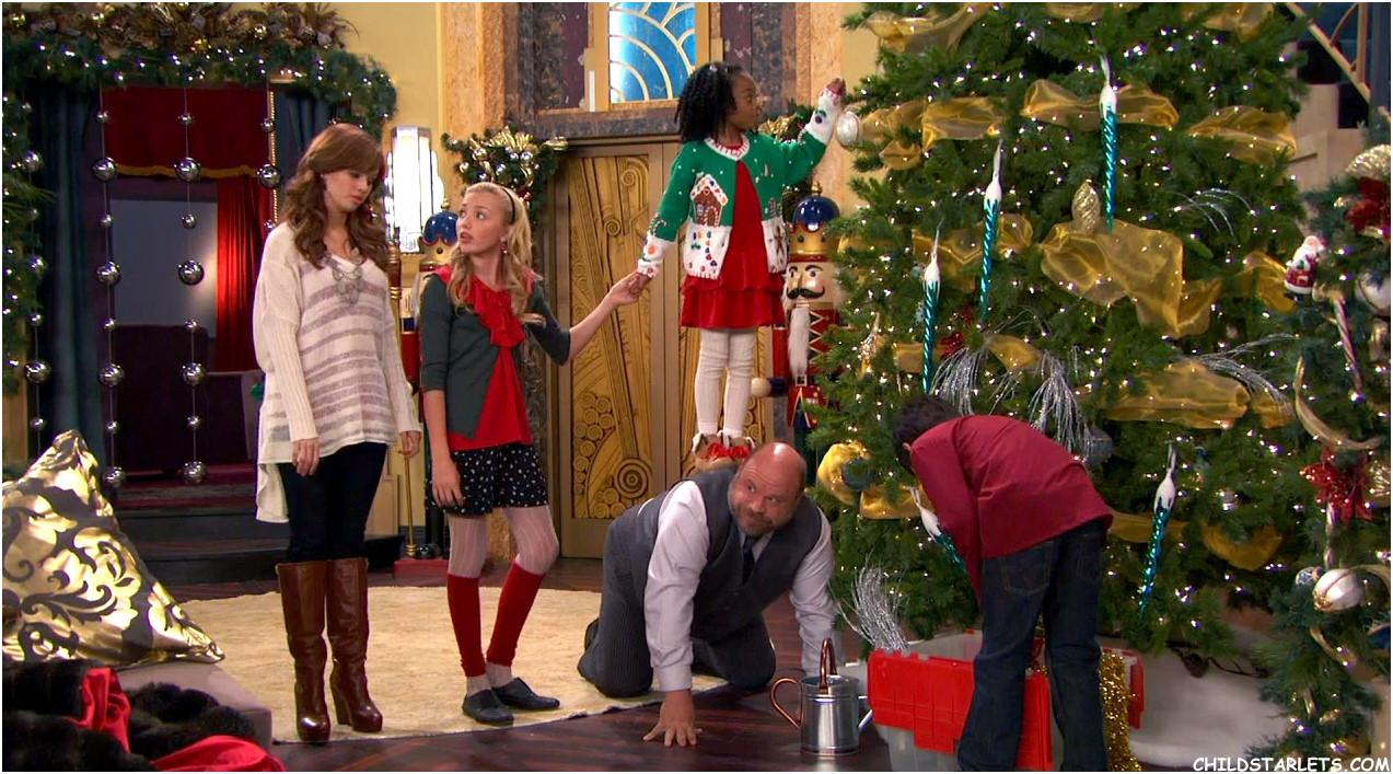 Jessie Christmas.Peyton List Skai Jackson Disney S Jessie Christmas