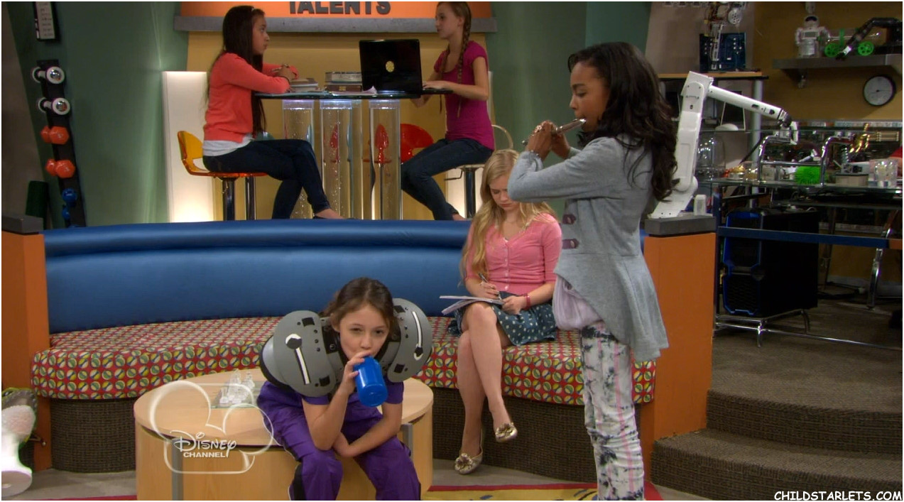China Anne McClain / Sierra McCormick / Claire Engler ...