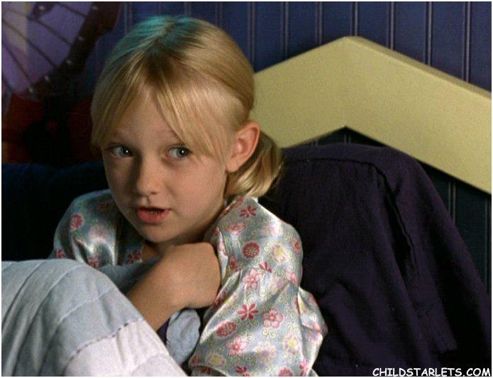 http://www.childstarlets.com/captures/samples/dakota_fanning_hansel.jpg