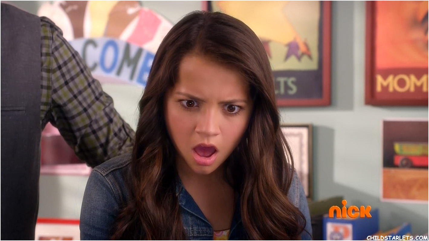 Isabela Moner 100 Things To Do Before High School Run