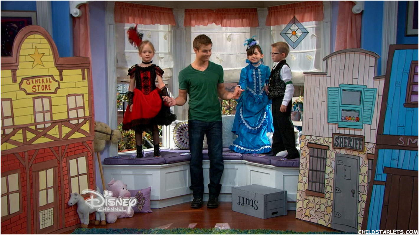 """ivy george girl meets world A pint-sized maya (ivy george) lays her charm on lucas (peyton meyer) in this new still from tonight's girl meets worldin """"girl meets the bay window"""", maya (sabrina carpenter) is upset to learn that riley (rowan blanchard) wants to redecorate their sacred space, known as the bay window."""